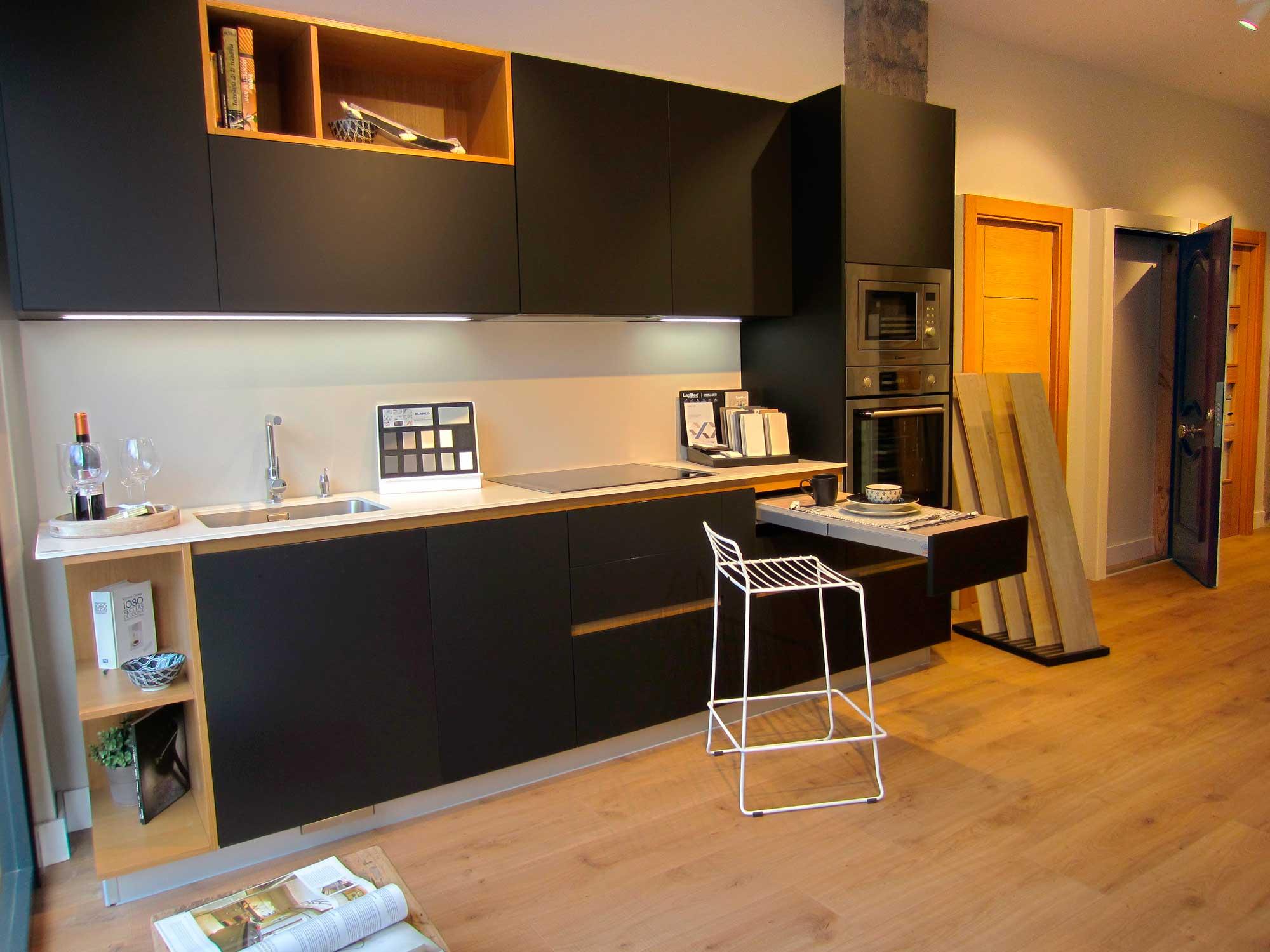 Una cocina pequeña llena de detalles